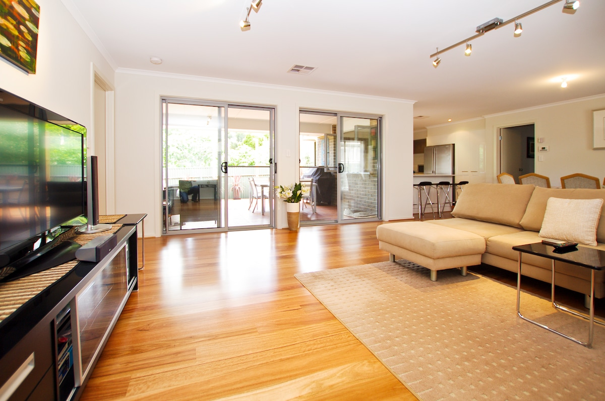 Stylish, modern and comfortable home near city