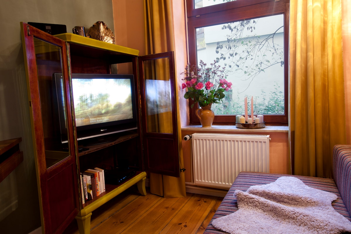 CABINET WITH HD TV