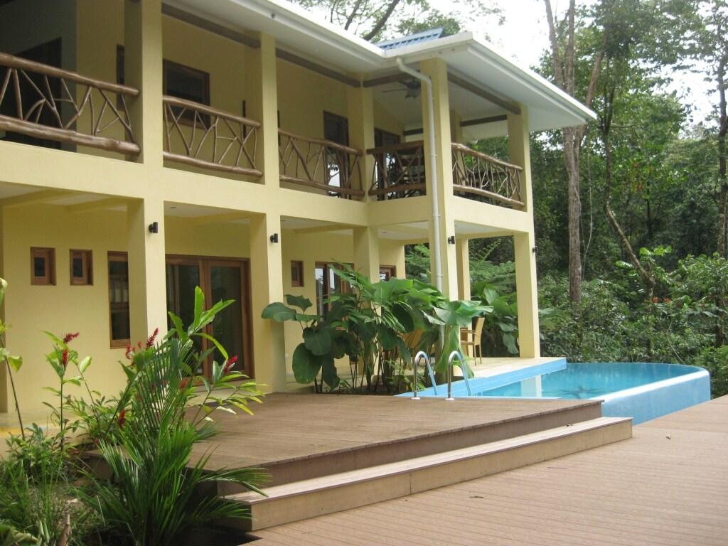 Monos Locos House