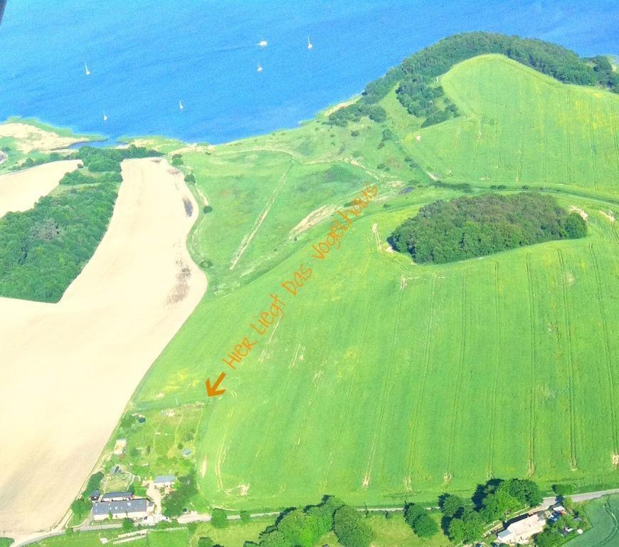 Das Vogelhaus aus der Luft - in der verträumten Bucht ankern viele Segler