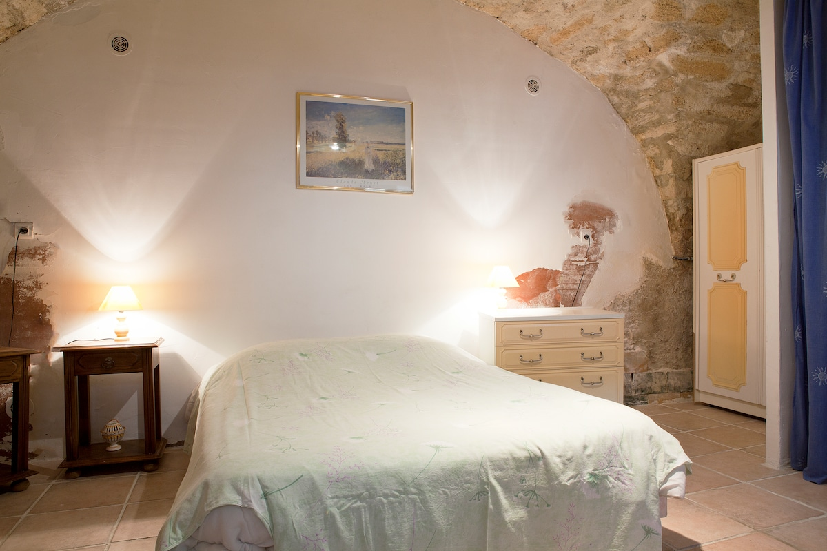 Cave double bedroom with ensuite bathroom