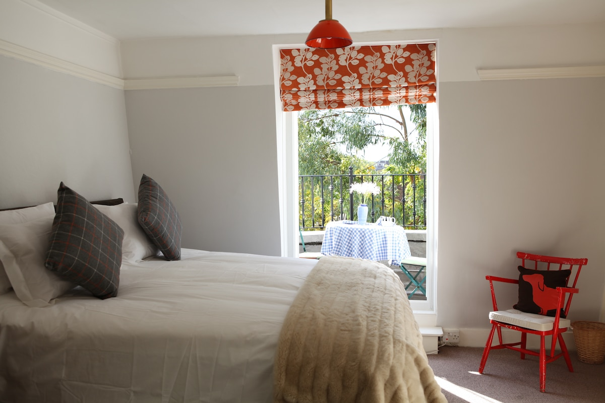 Quiet south-facing bedroom with sunny balcony