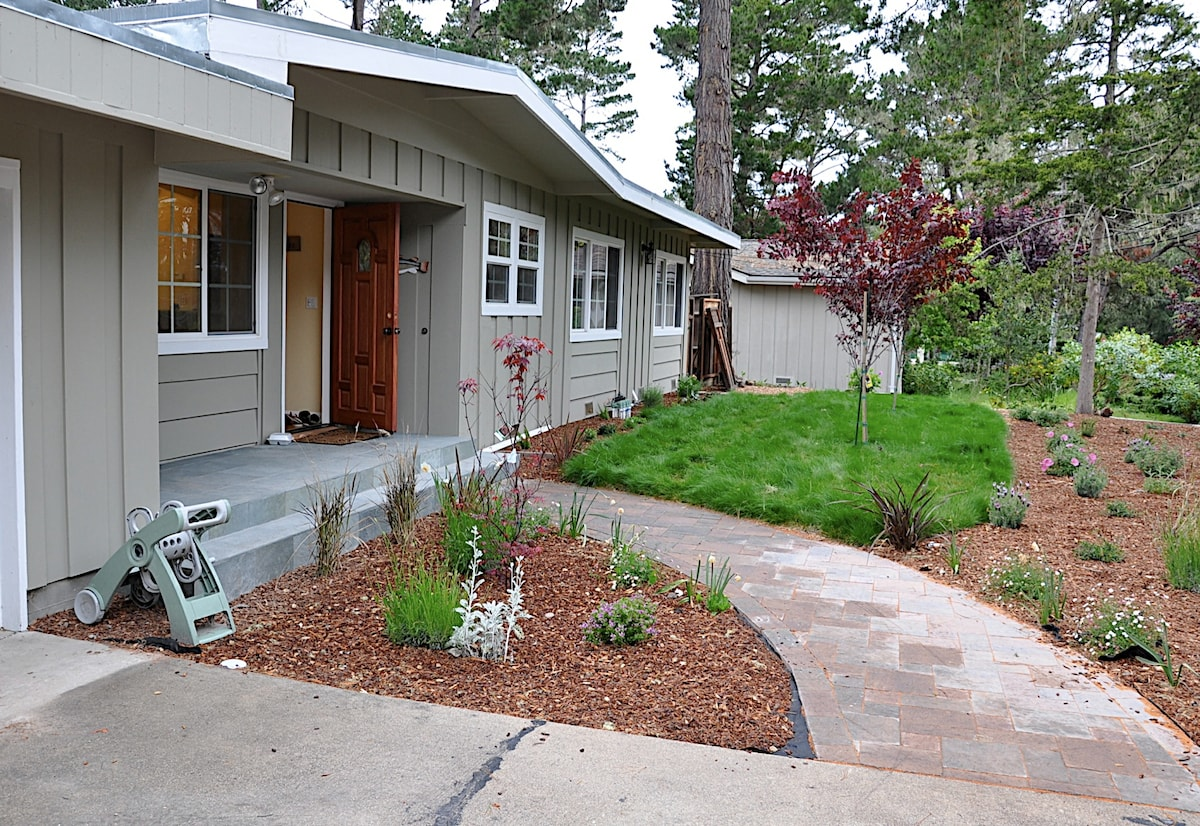 3B/2Ba Newly Remodeled; Ideal located 1 block from Spanish Bay
