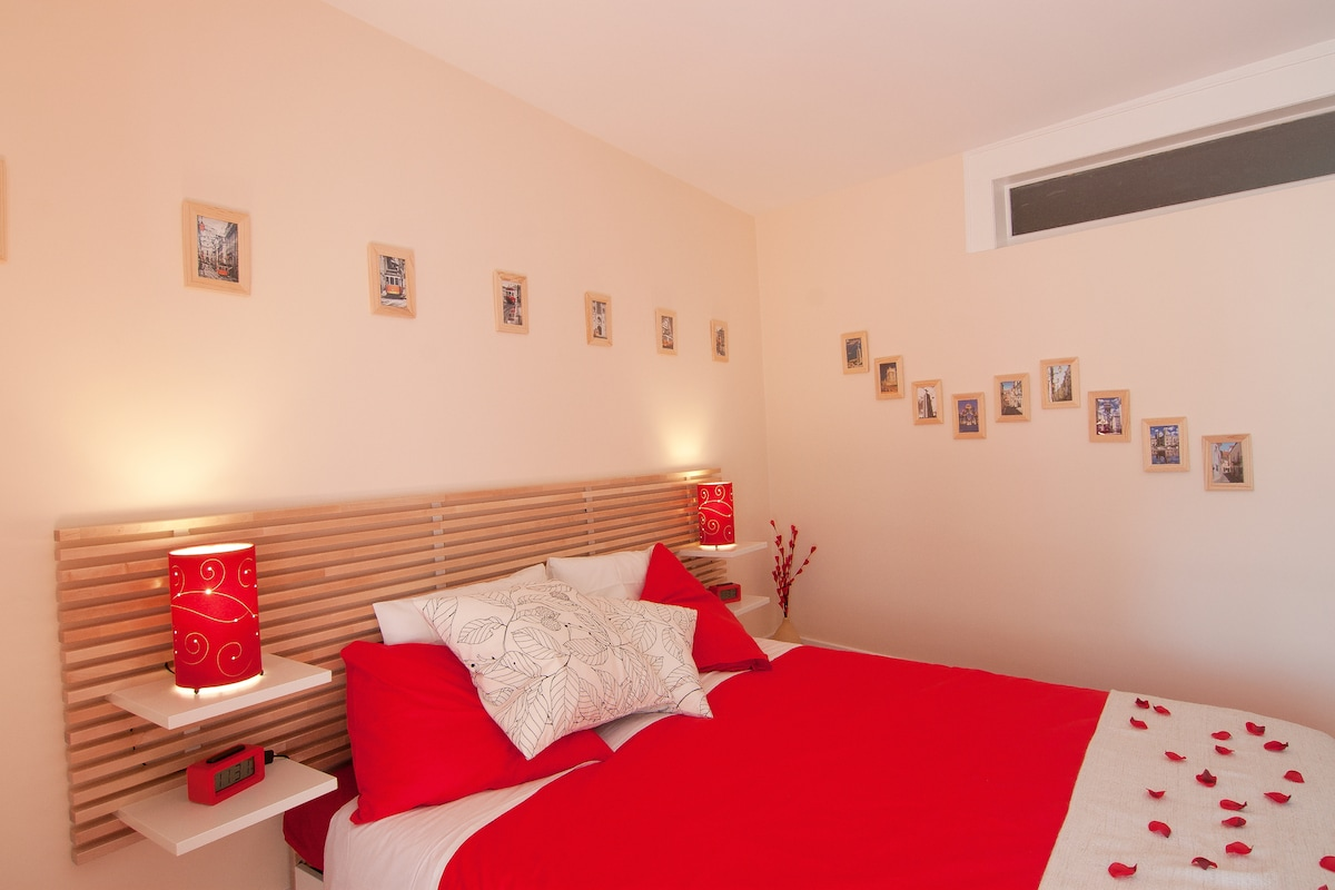 Lisbon Room 3
