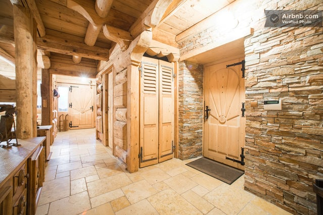 large room in chalet vith lift