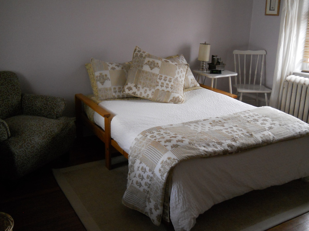 Comfortable room and bed with memory foam