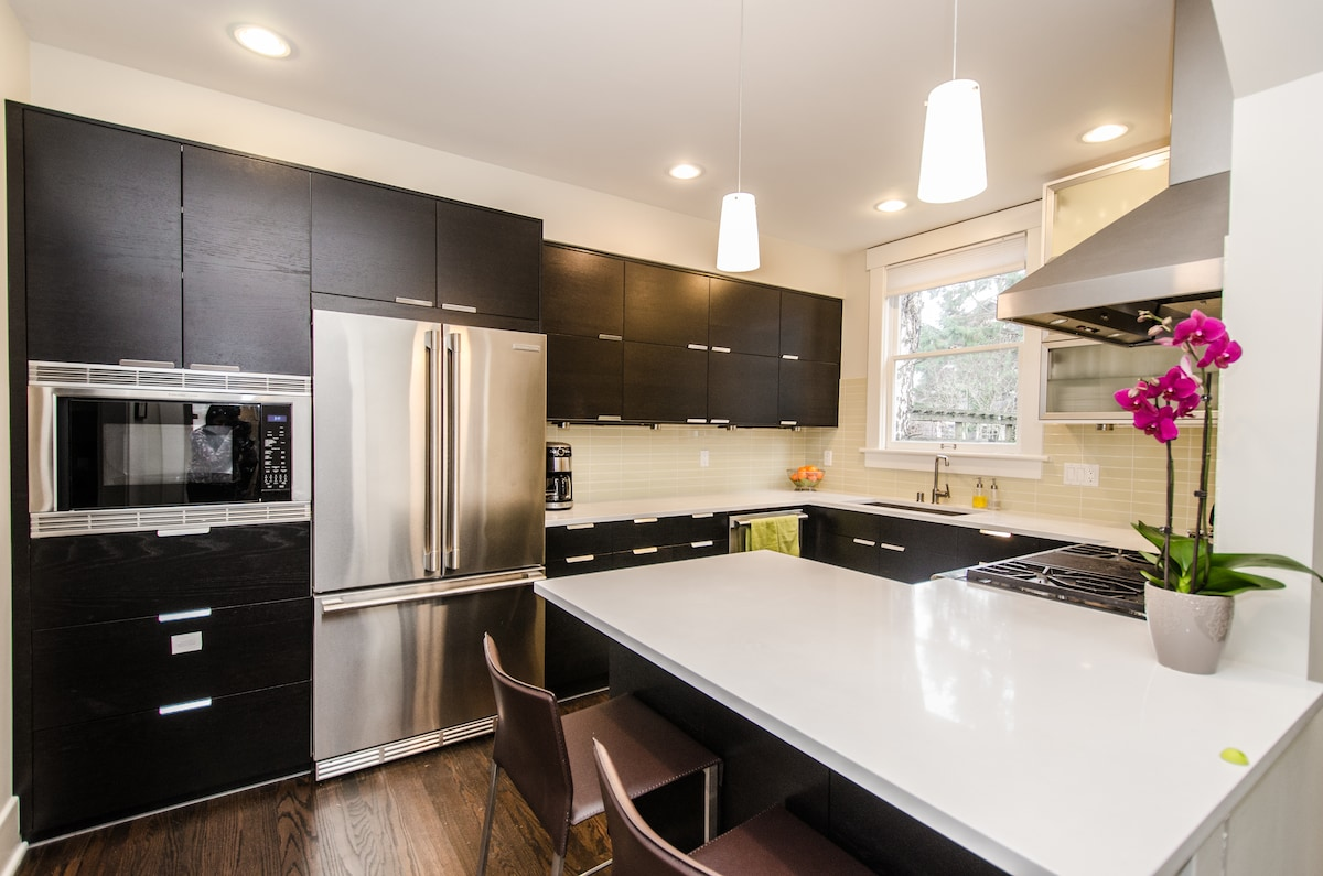 Newly remodeled kitchen has all new professional appliances.