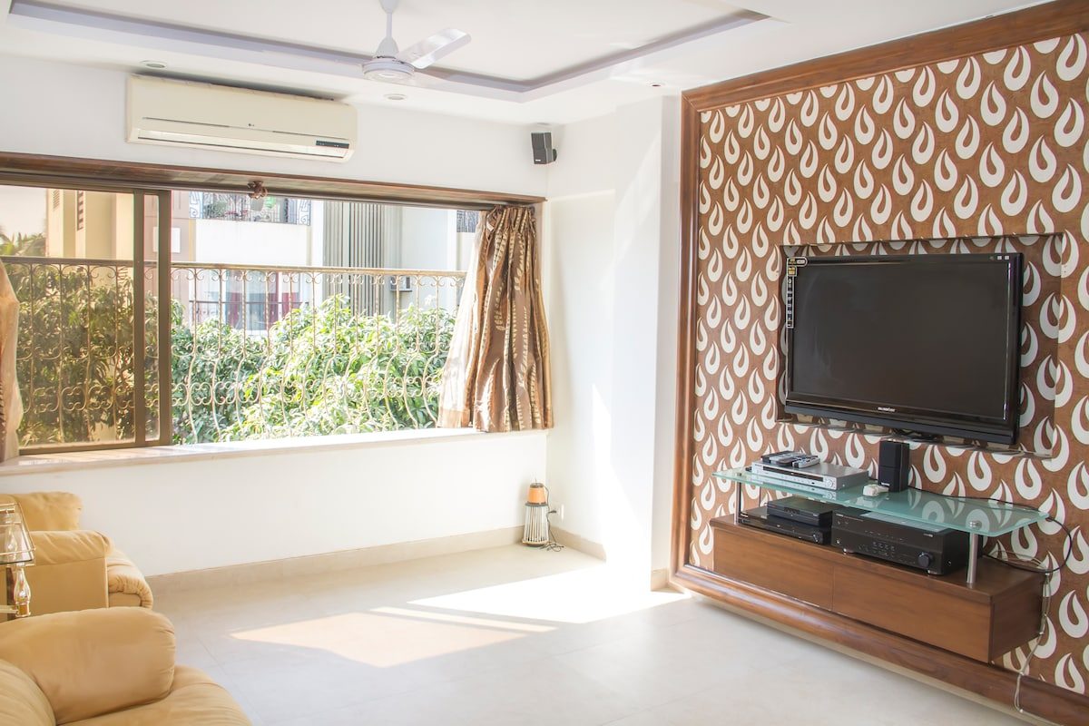 Living Room - Spacious and Bright. Big flat screen LCD TV, Cable Tv and Home Theater System.