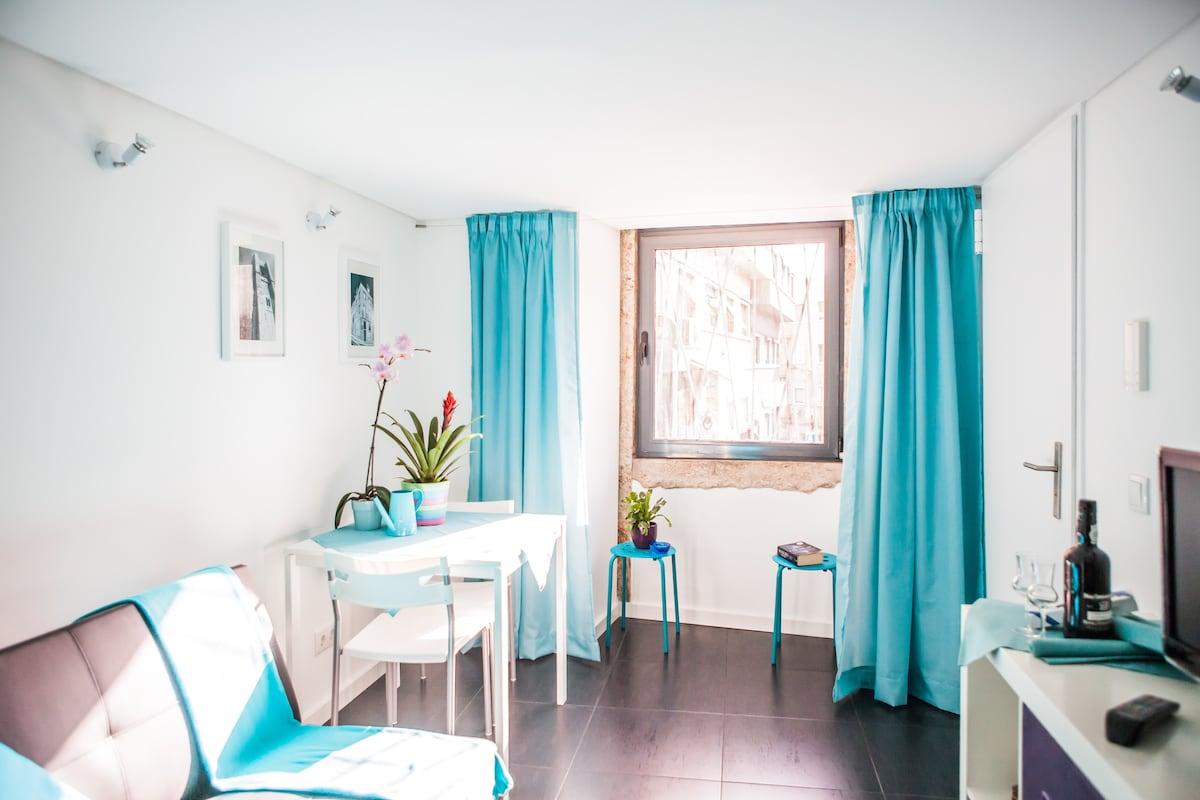 Lisbon Windmill Apartment (blue)