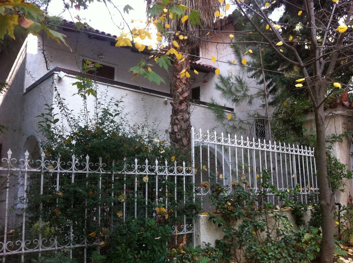 Villa with garden in Athens suburbs