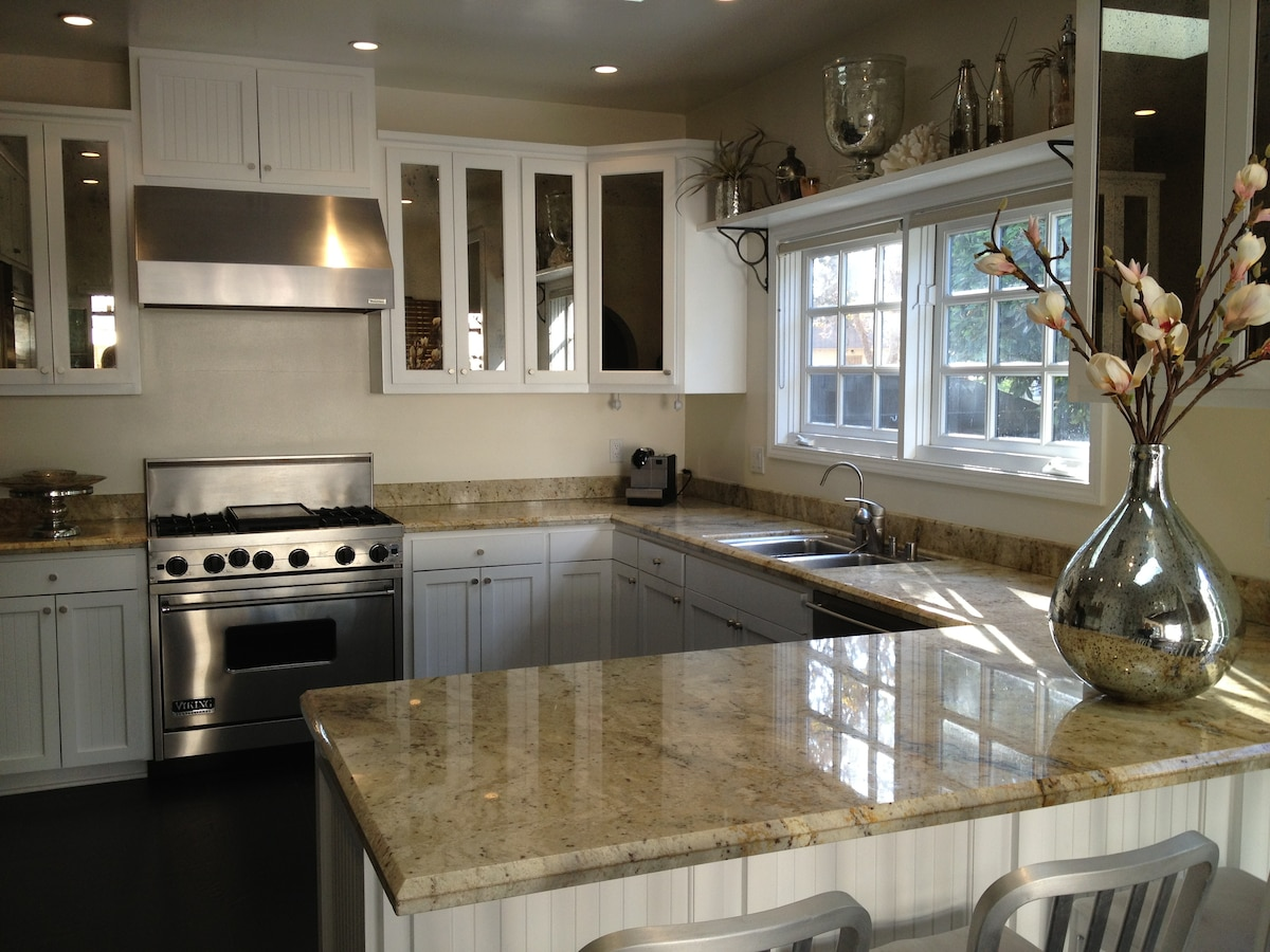 BREAKFAST BAR AND KITCHEN WITH ITALIAN MARBLE COUNTERTOP & VIKING STOVE