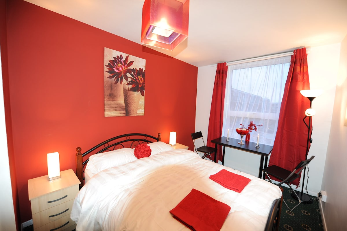 Dbl Room-Egware Rd, Oxford St, IB3