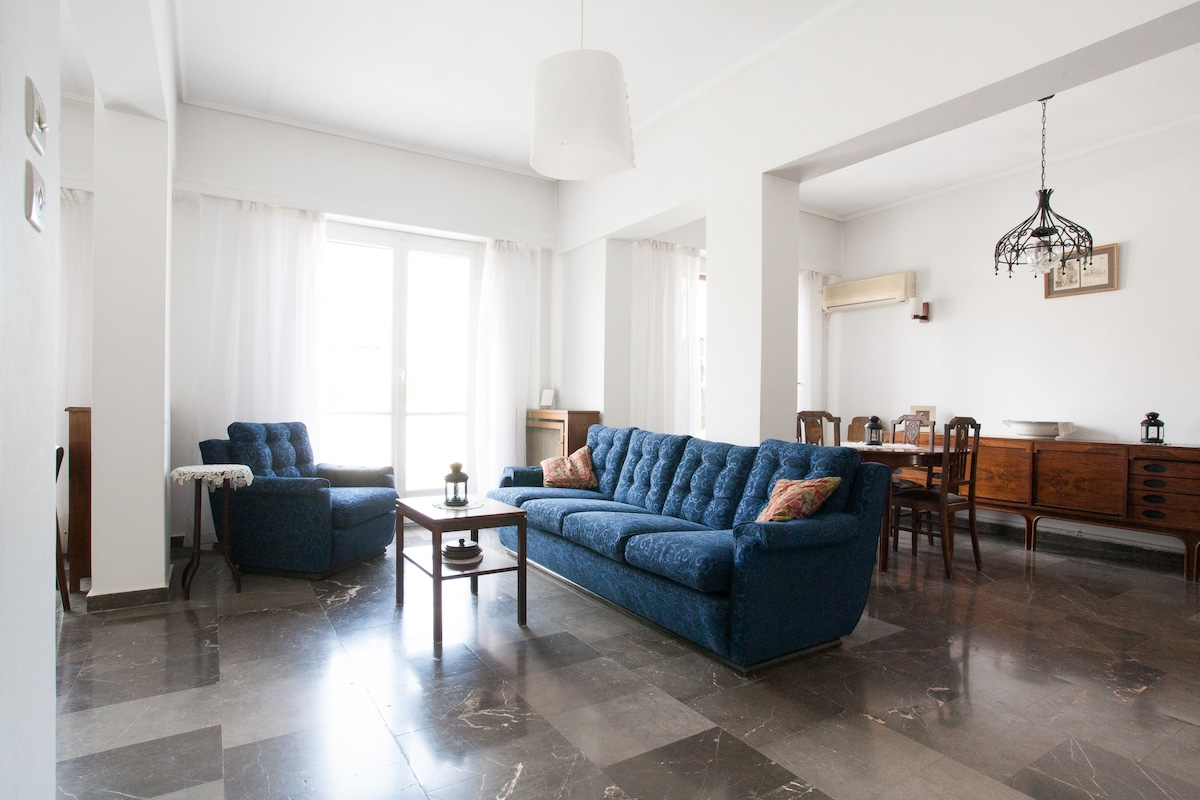 Apartment is 3 min walking distance from the museum,the metro stop & the hill of the Acropolis