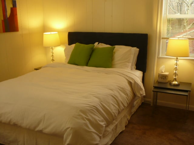 Fresh spa linens, duvet, towels and other amenities are provided.