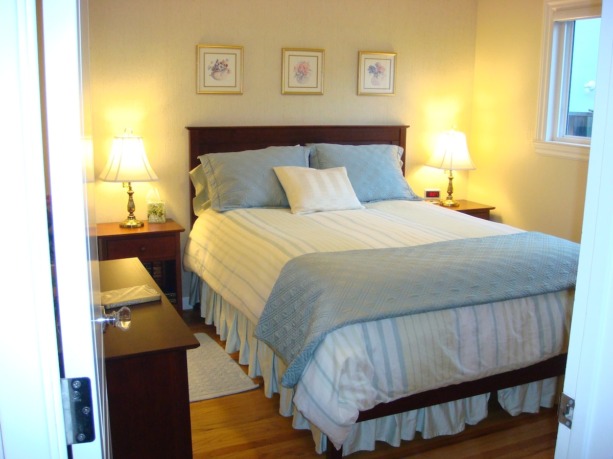 Lovely guest bedroom features cherry wood furnishings, and a luxuriously comfortable, fully adjustable queen sized Select Comfort Sleep Number mattress with high thread-count cotton bedding and fluffy down duvet.