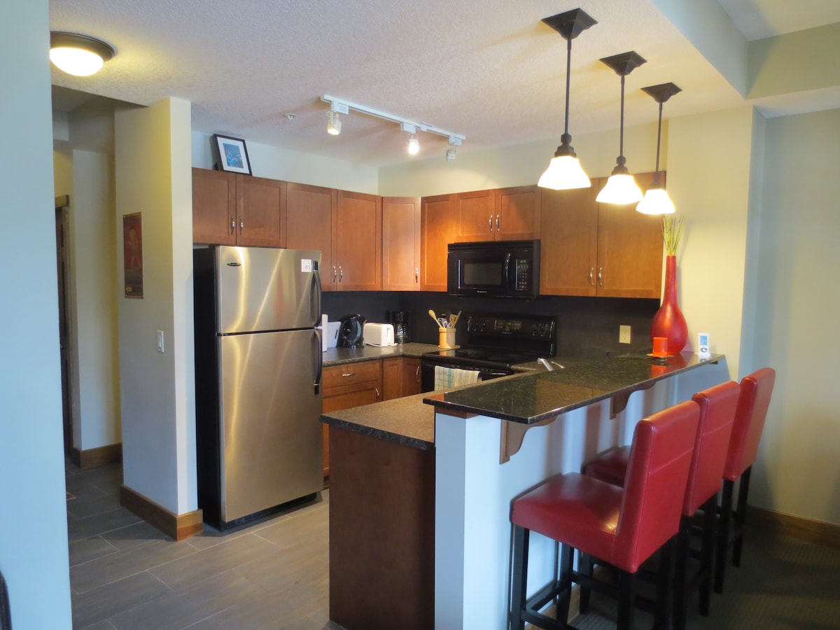 Canmore 2 Bdr Mountain Townhouse