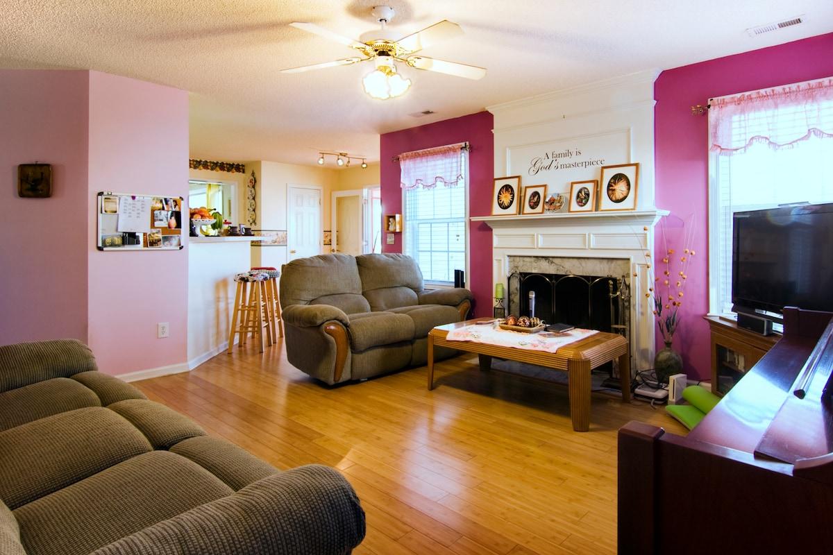Convenient midtown, Sunroom, deck