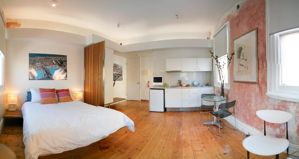 Bright Gertrude St Studio Apartment
