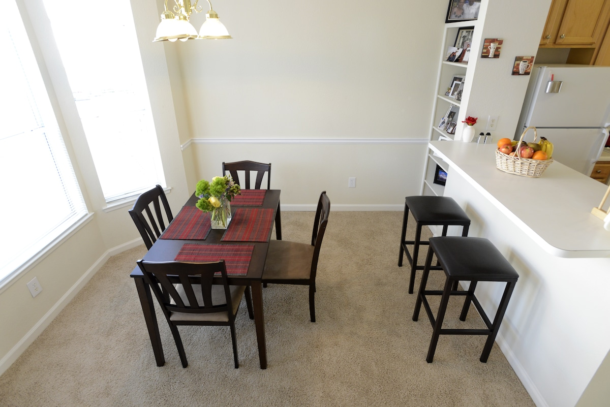 This set has been replaced. New dining room set with seating for 6 plus 2 new, matching barstools. Will post pics soon.