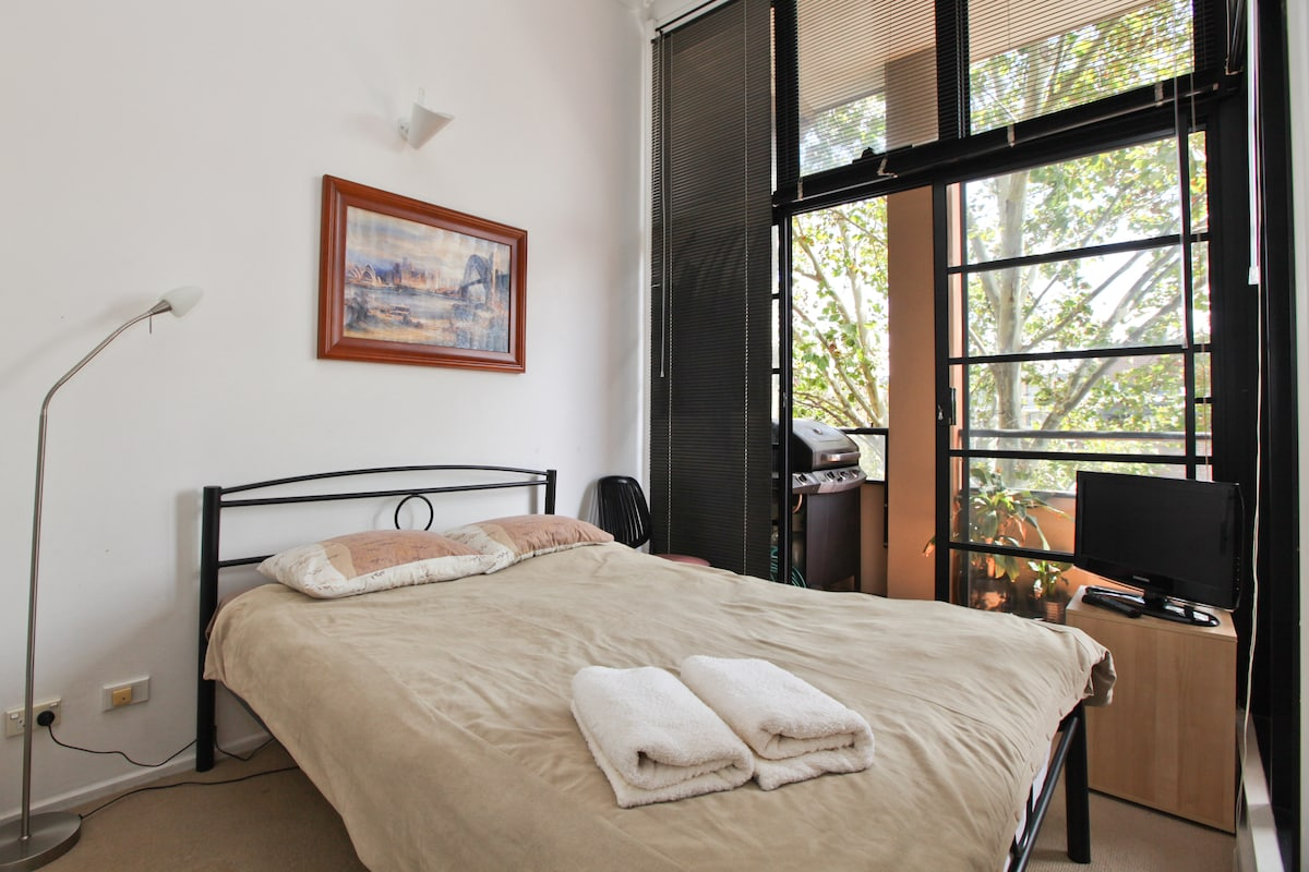 Queen sized bed with complementary towels and linen.