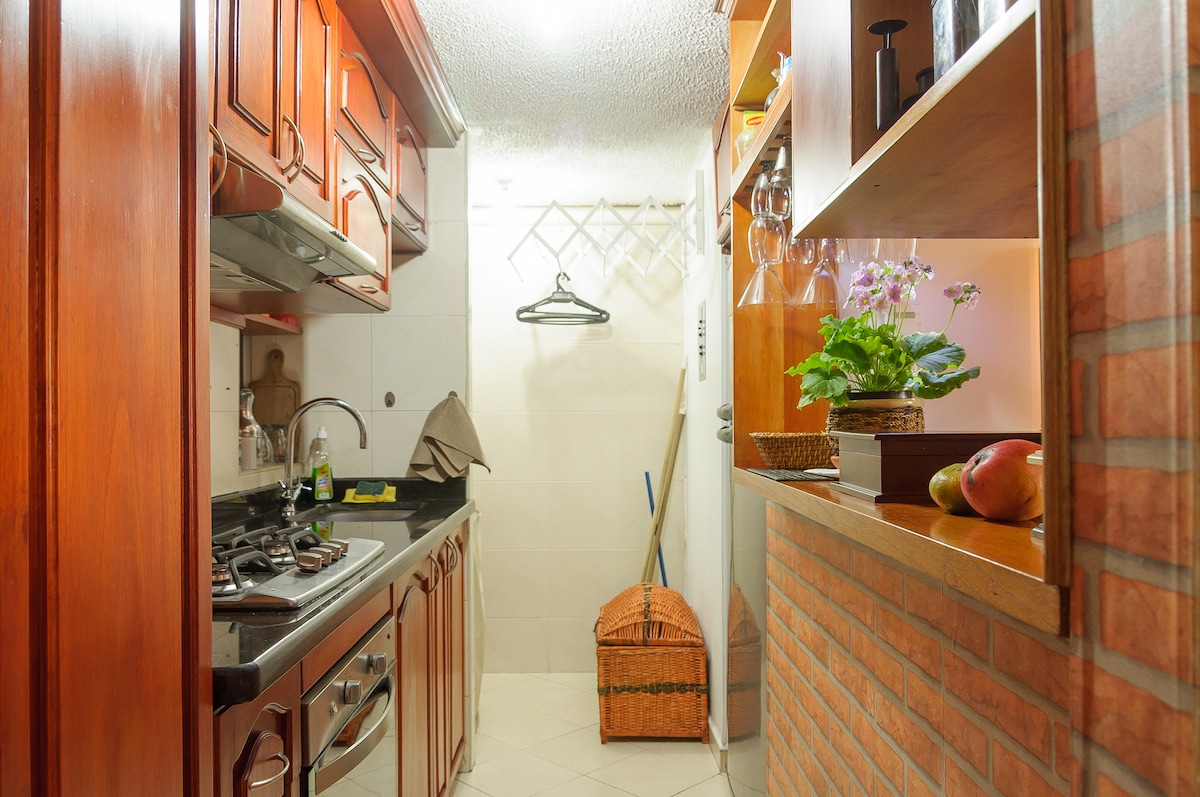 The kitchen is cozy and fully equipped with gas stove and oven. Free Colombian coffe and free Colombian sweetmeat