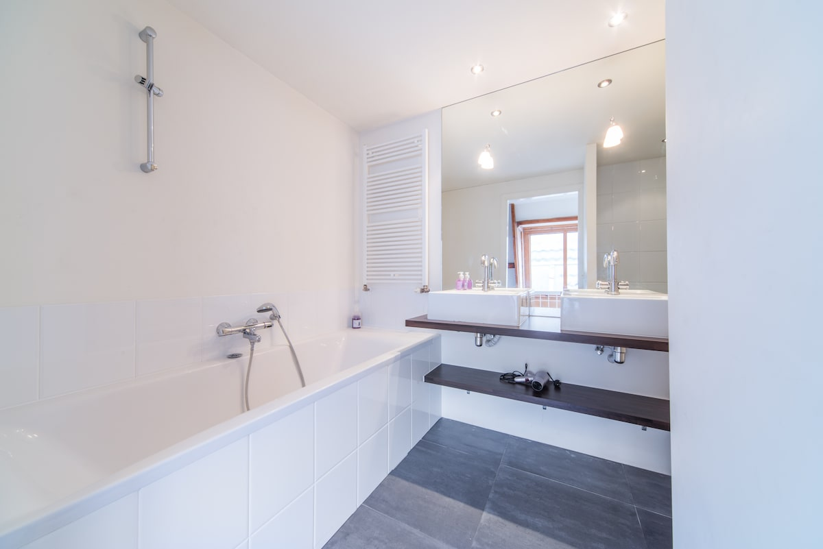 comfortable, clean and modern bathroom