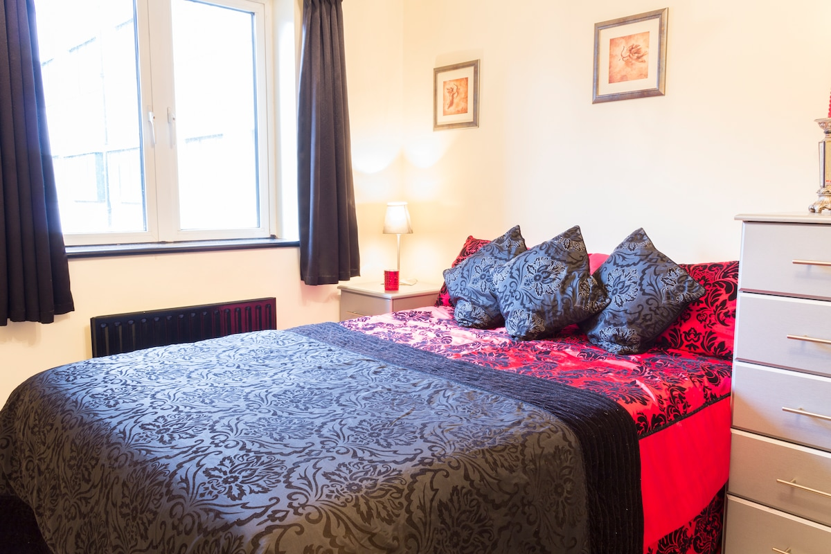 Double room, great zone 1 location!