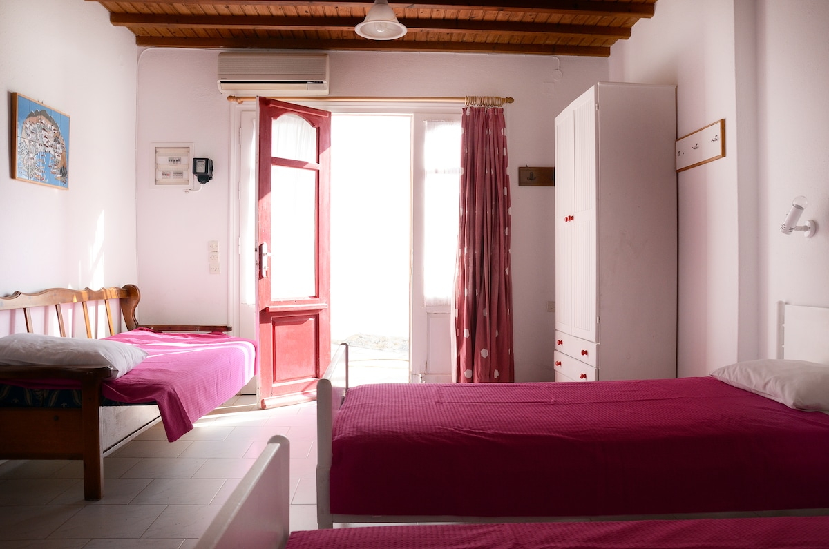 Room for 2 or 3 persons near Ornos