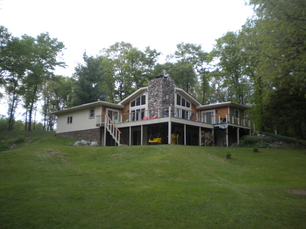 LAKEFRONT COTTAGE-woods and privacy