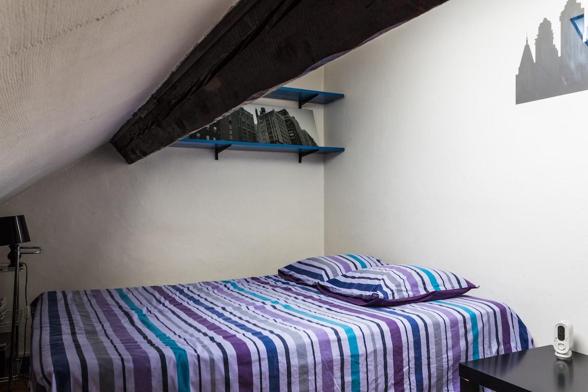 Lit 2 places - queen size bed