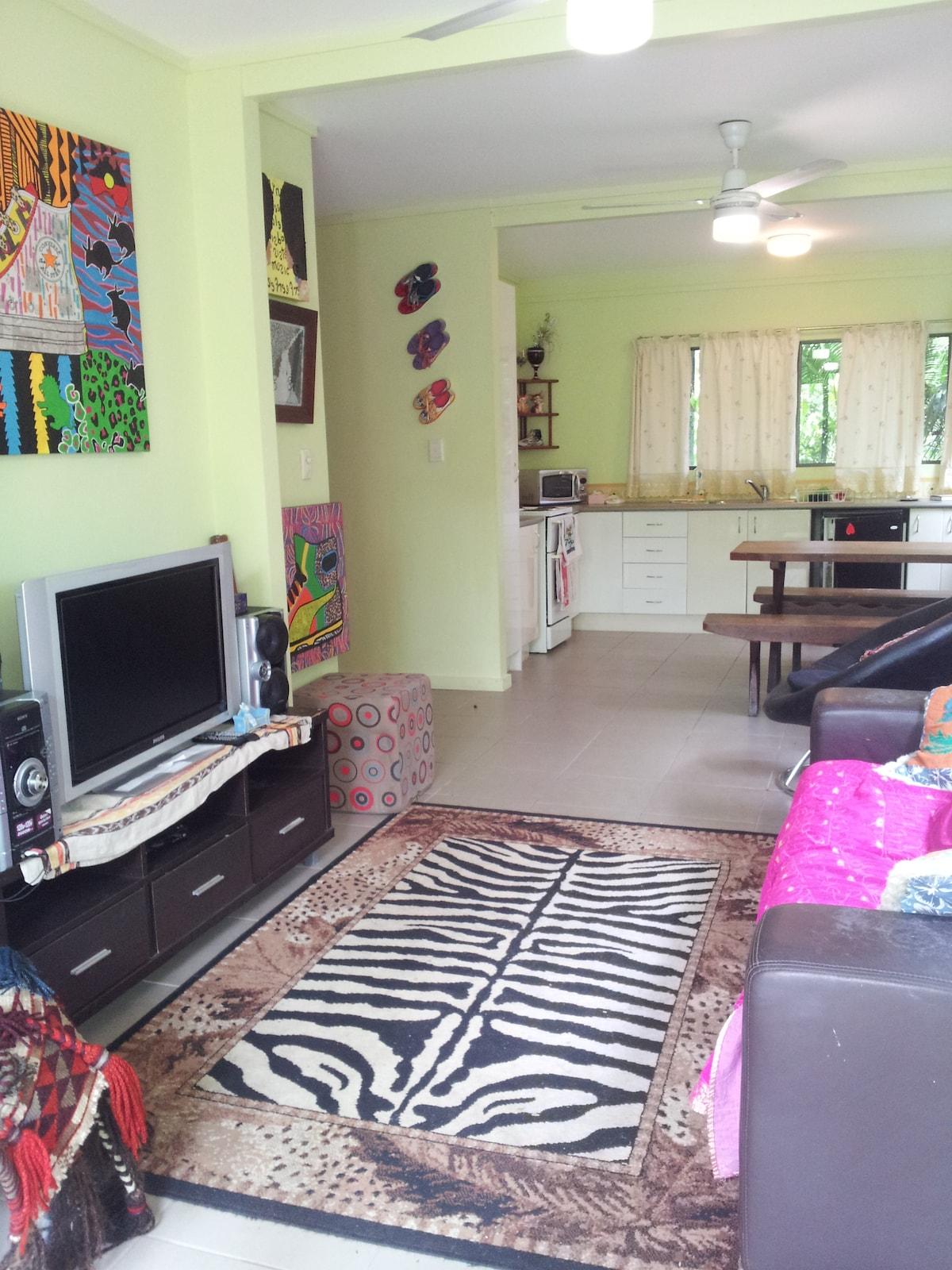 2 bedroom edge hill garden flat