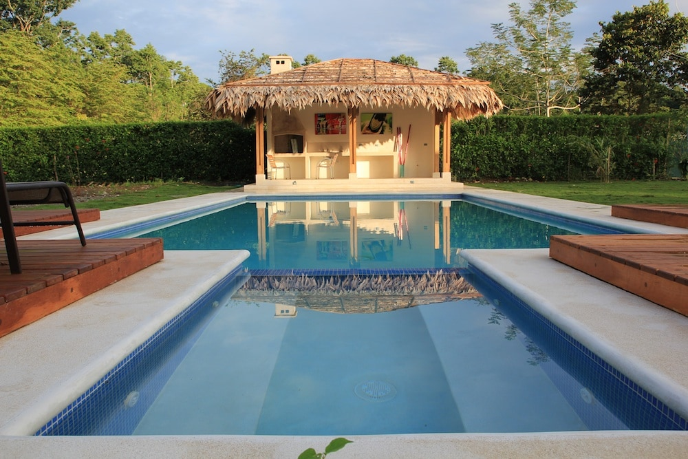 Swimming Pool and Ranchito fwith Barbecue