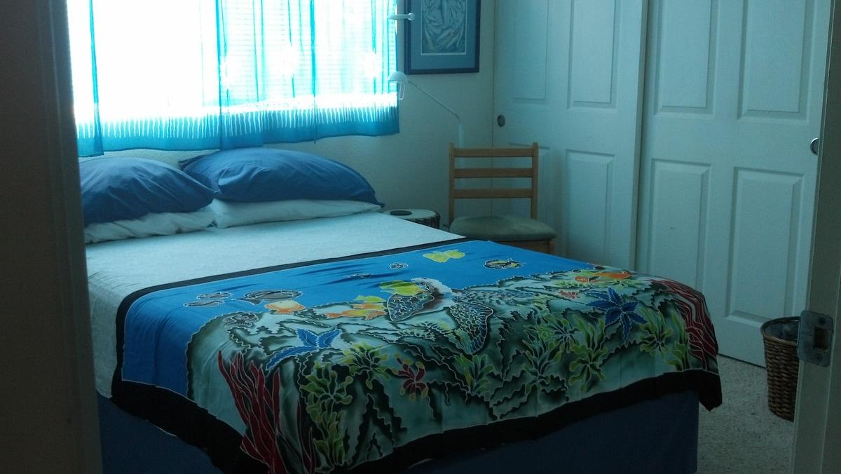 Dolphin Room, Perfect Kona Location