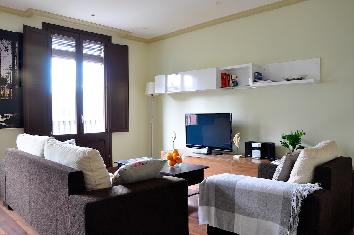 BRAND NEW 5* 2bed, by RAMBLAS!