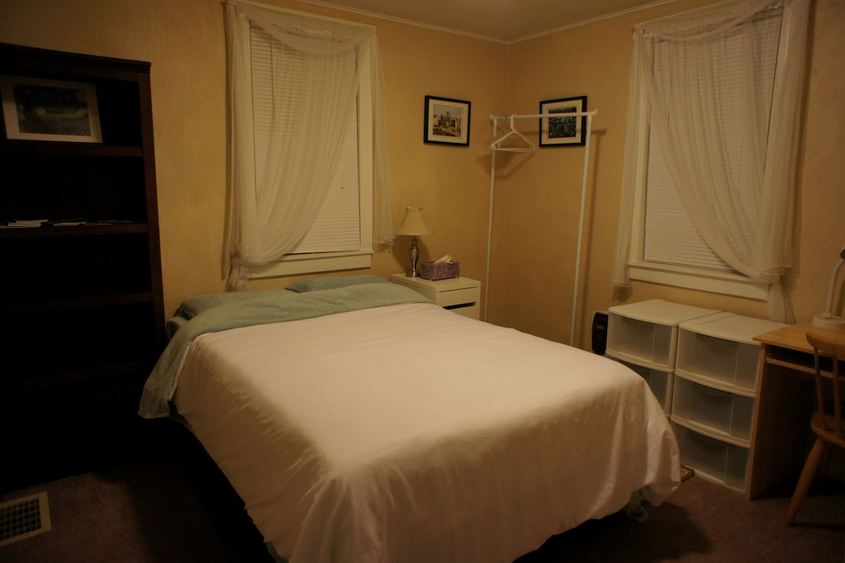 Cozy room with comfortable double bed