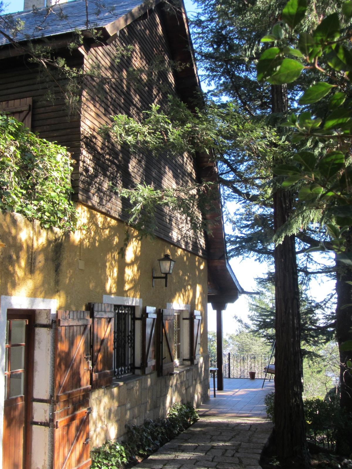 Rear facade, terrace and garden