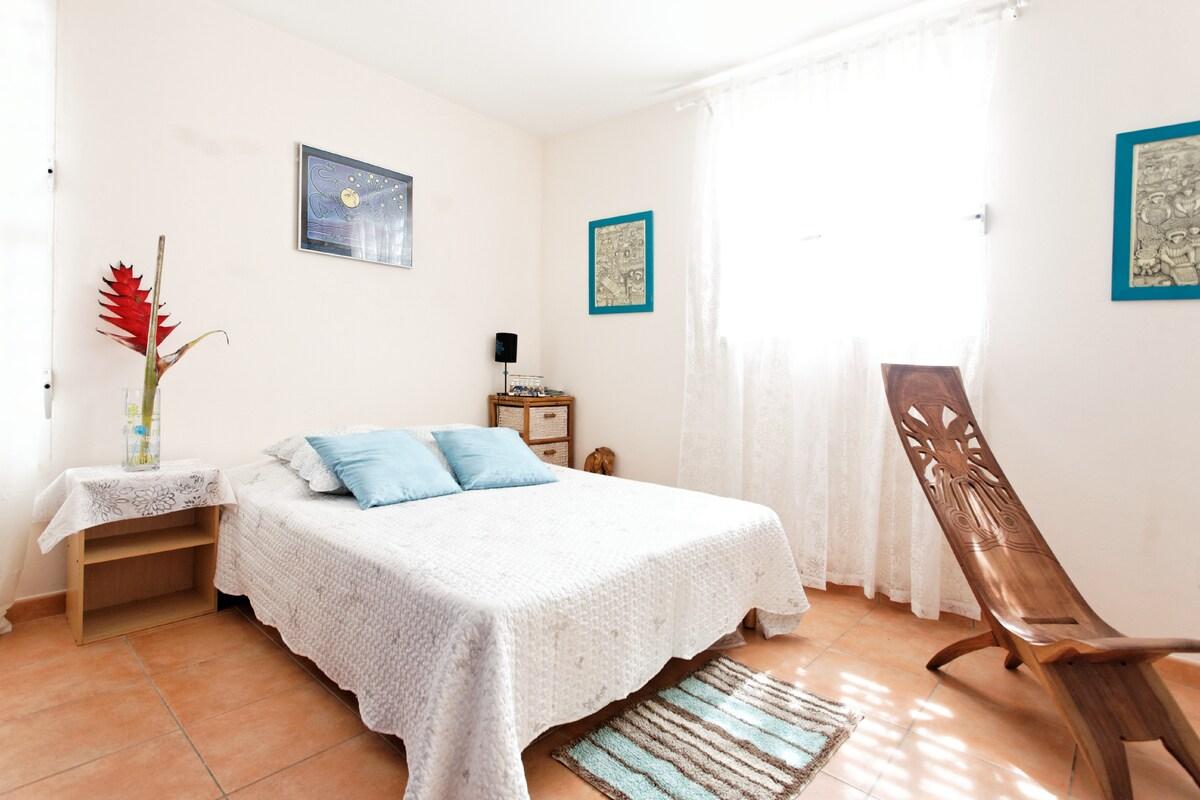 La chambre d'amis. The guest room.