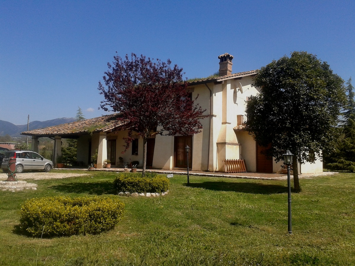 Detached in Sabina