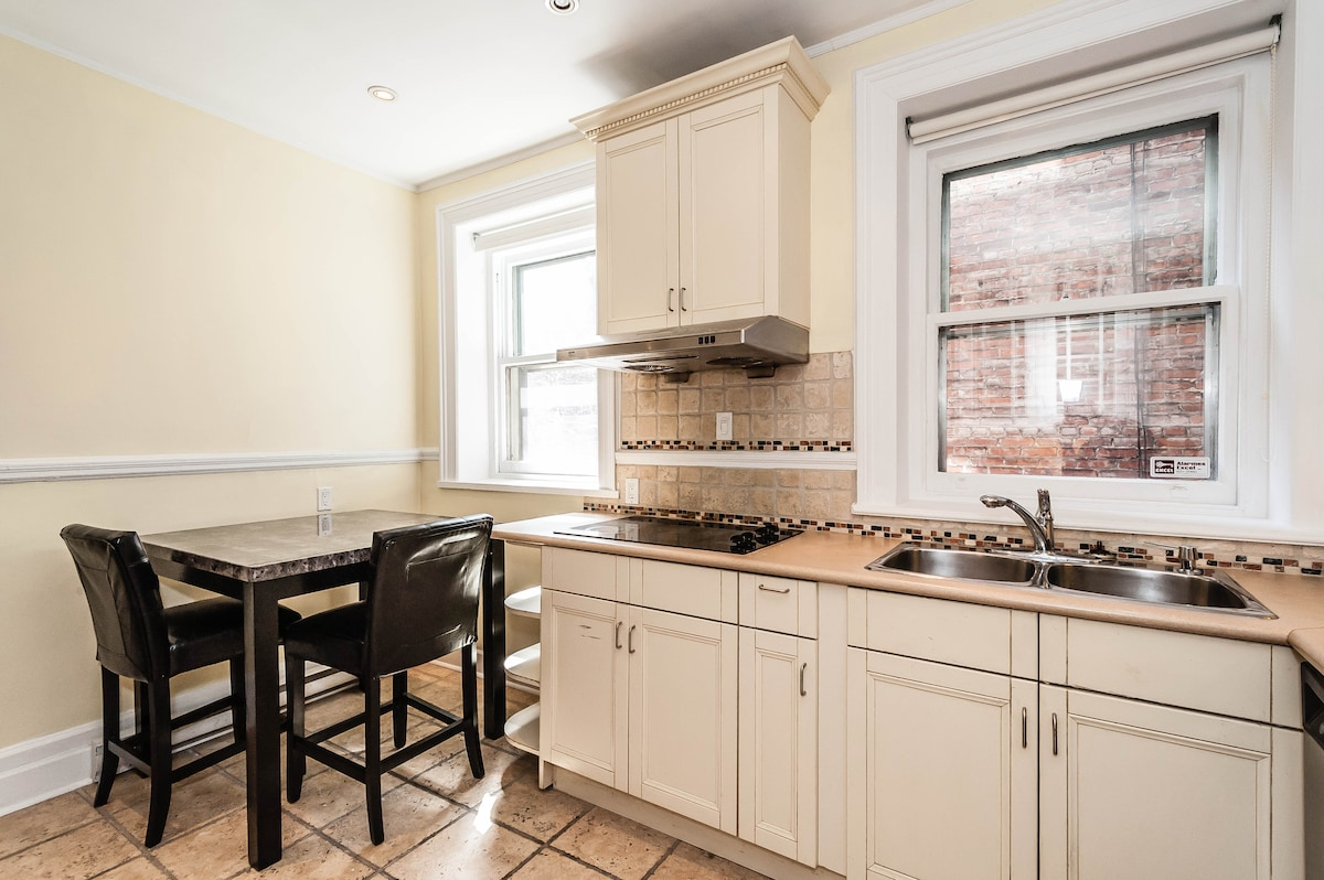 Deluxe downtown accomodations (4br)