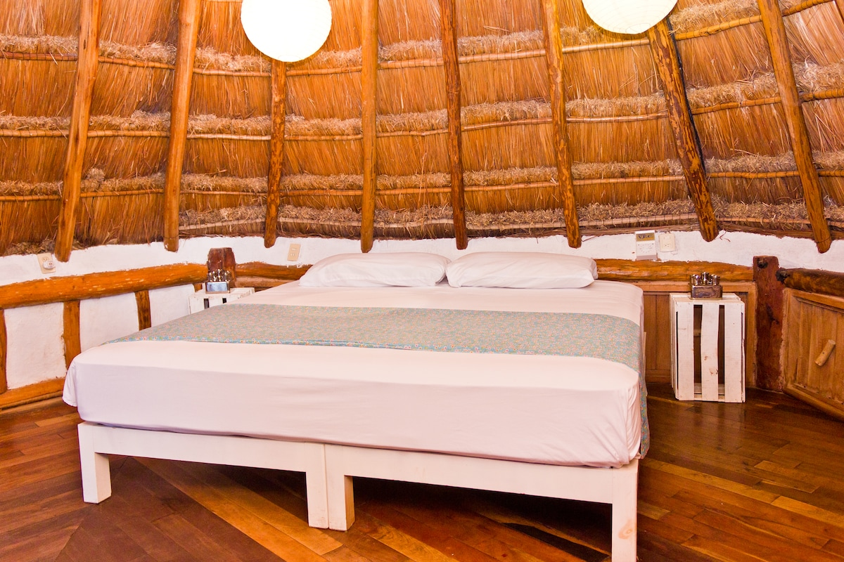 2 rooms Cabana, bath, 5th & beach