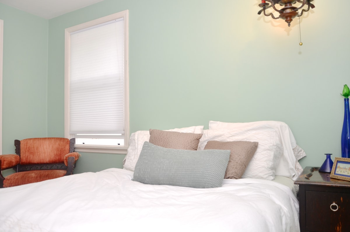 The Oasis Suite has a comfortable Queen bed, lots of pillows and two big windows for plenty of natural light.