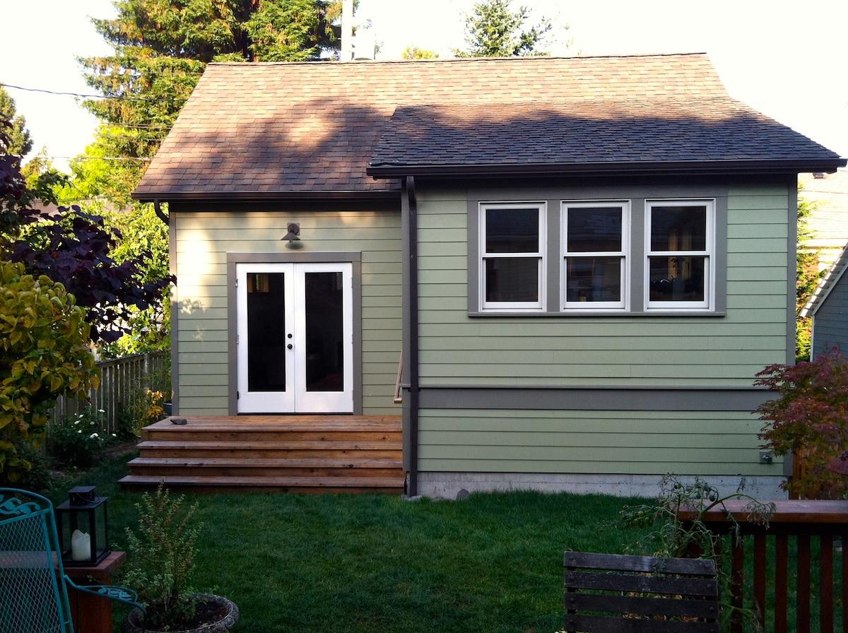 Seattle Backyard Cottage Rules : Seattle Backyard Cottage Queen Anne in Seattle