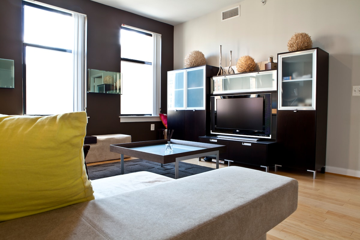 New Luxury Downtown Private Apt.