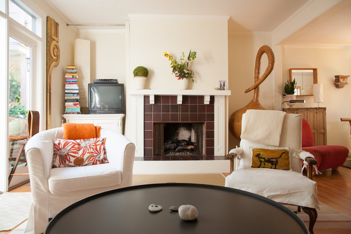 Livingroom with gas fireplace and books.