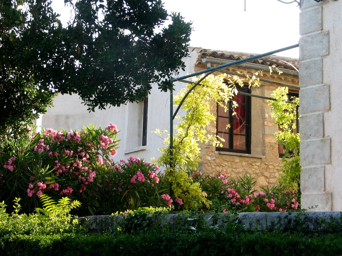 Charming & bright flat in Languedoc
