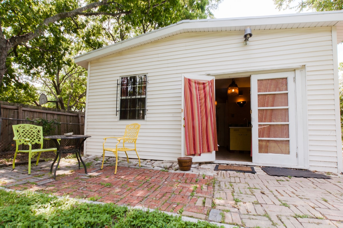 Your private entrance to your little South Austin getaway. Relax or dine outside at little private cafe table.