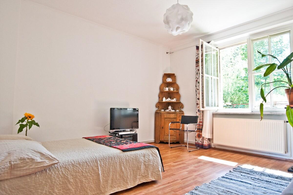 livingroom with gardenview