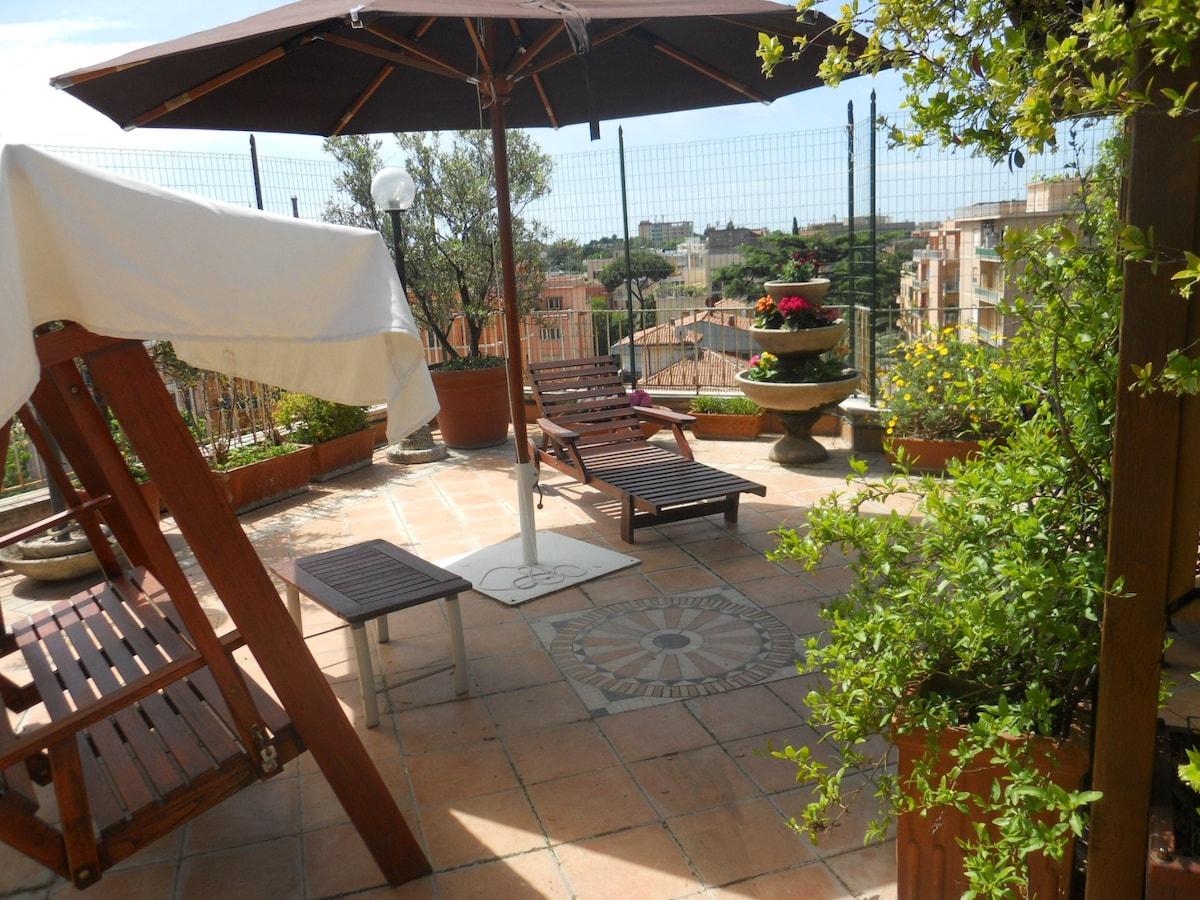 A nice terrace 10' from Trastevere