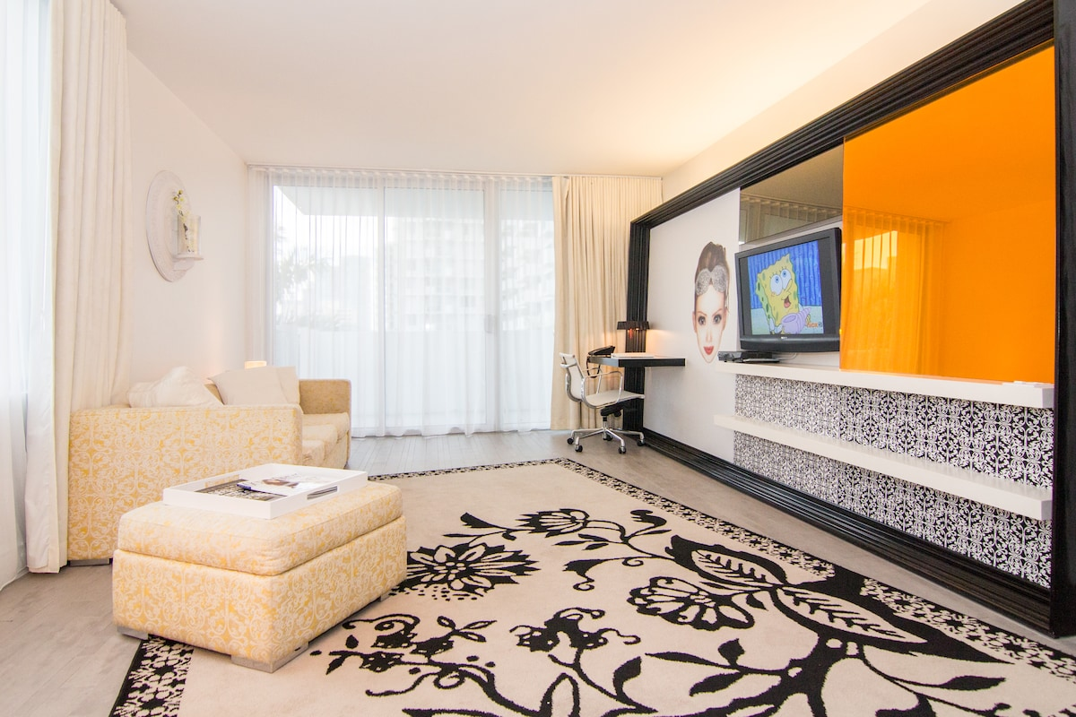 One bedroom balcony suite - Spacious Living Room