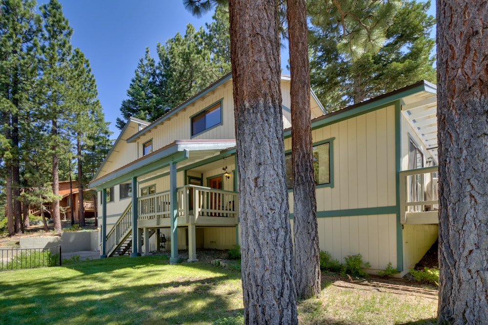 Lupine Lodge - 1980 Sq. Ft./3 Bedroom, 2.5 Bath